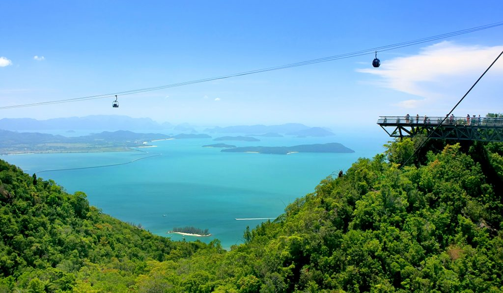 Zipline over dammen i Oriental World, Langkawi